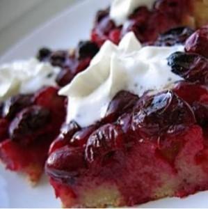 Пирог на кефире с ягодами