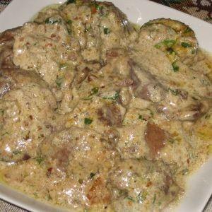 Говядина с картошкой на пару со сметаной