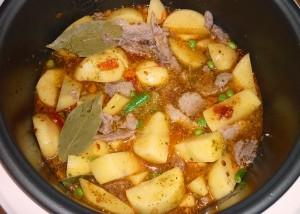 как приготовить вкусно картошку с мясом в мультиварке